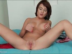 Loveliness connected with a eroded clit fingers her cunt