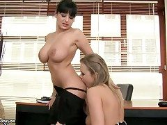 Brunette sex kitten with beamy breast finds Colette W.