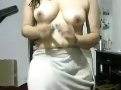Indian Girlfriend After Douche Flashing Herself Bare On